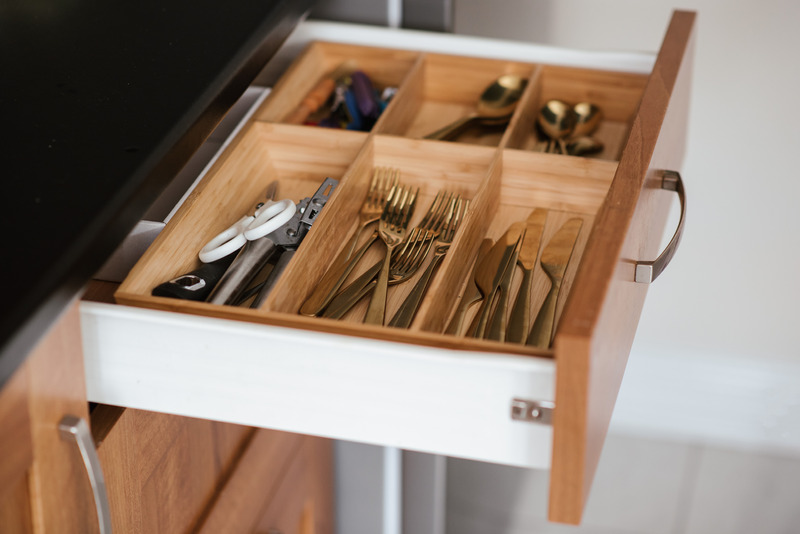 Kitchecn pullout tray